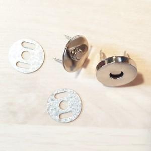Magnetni gumb